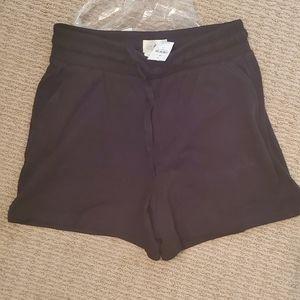 Lou and grey signaturesoft shorts medium